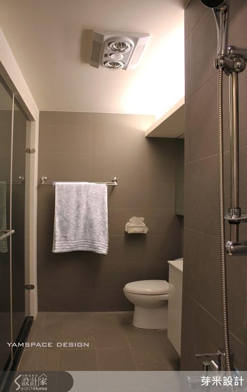 浴室利用板岩磚營造類似和風的寧靜氛圍。