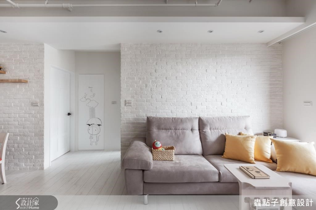 從地板、牆壁到屋頂全是白色的世界,但這時再以亮色系軟件或擺飾佈置(如抱枕),空間便多一股活潑與亮麗。