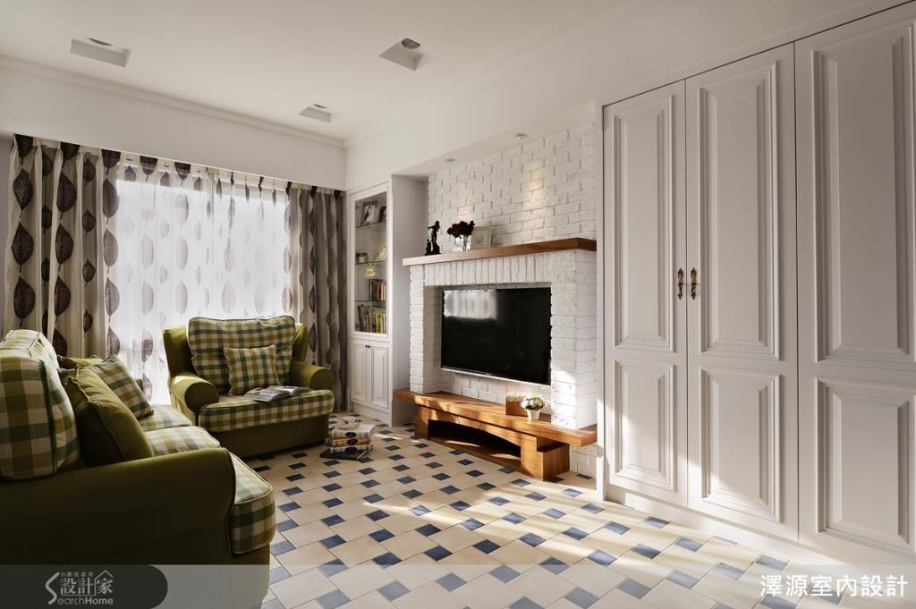 良好的採光,讓精心挑選的沙發與地磚色彩更活躍。