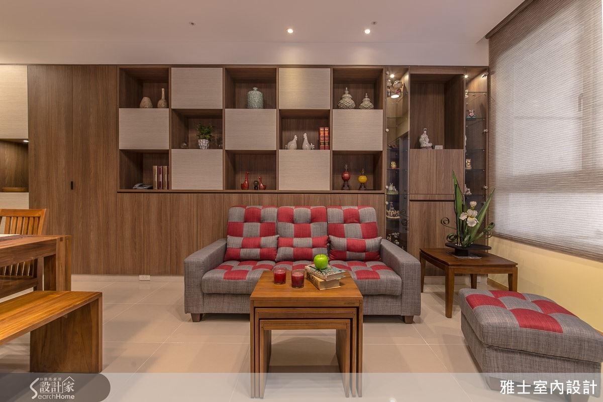 利用ㄇ字型子母造型茶几來搭配,茶几輕便好移動,可依據訴求作調整,讓客廳空間運用顯得更靈活。