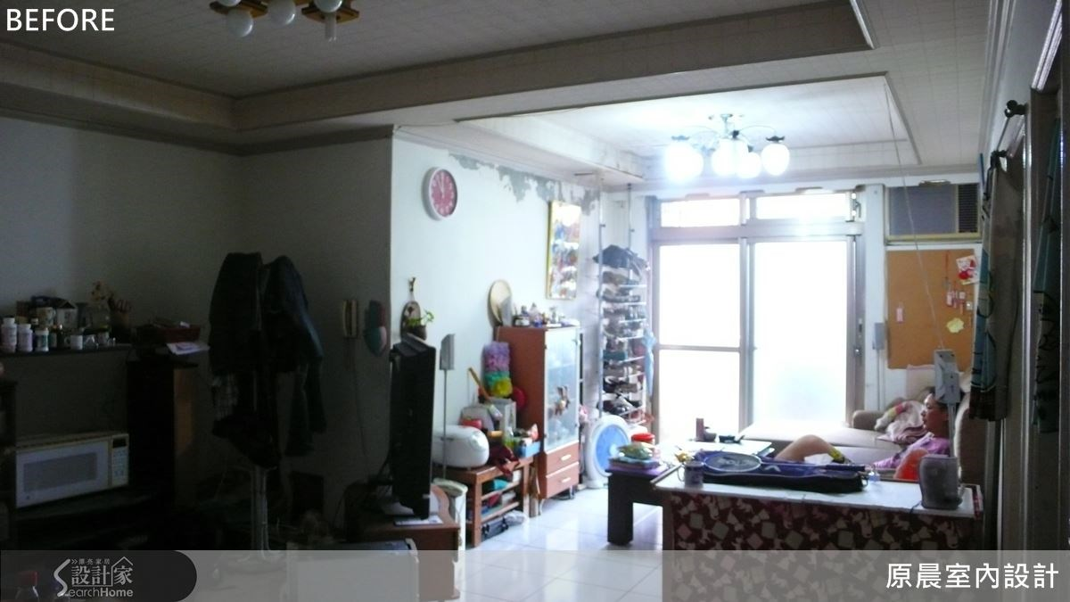 原先的客廳動線規劃不佳,且採光不足顯得十分陰暗。