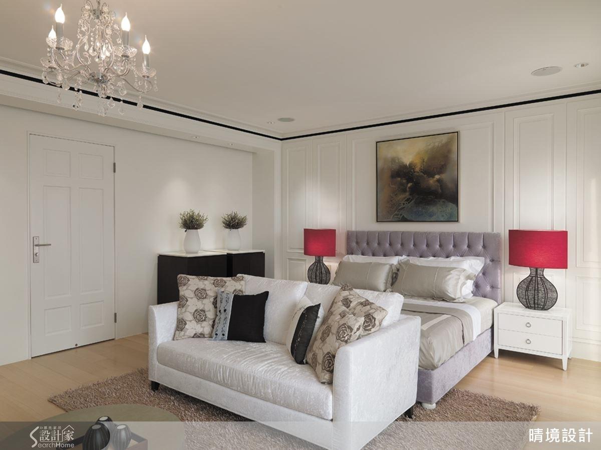二樓以上規劃為私人起居空間,在臥室中搭配美式古典風格家飾,為空間注入高雅質感。