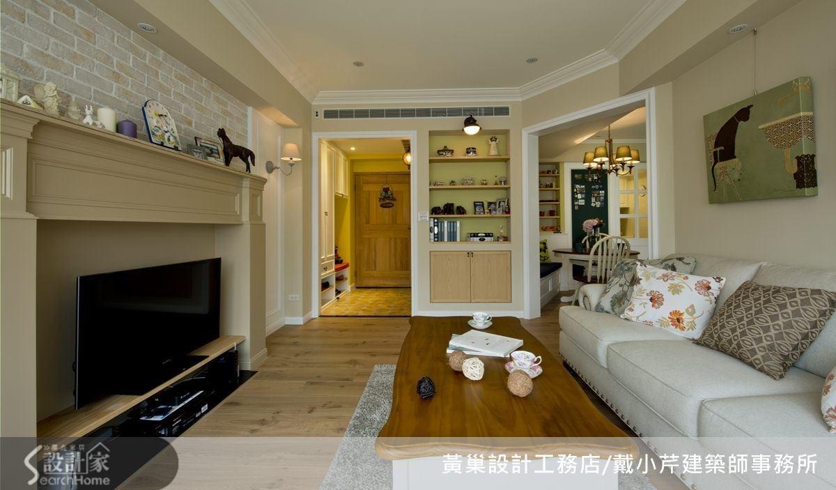 客廳有壁爐、拱門等鄉村風元素,以幾何切割空間變成多角形,空間運用更靈活。