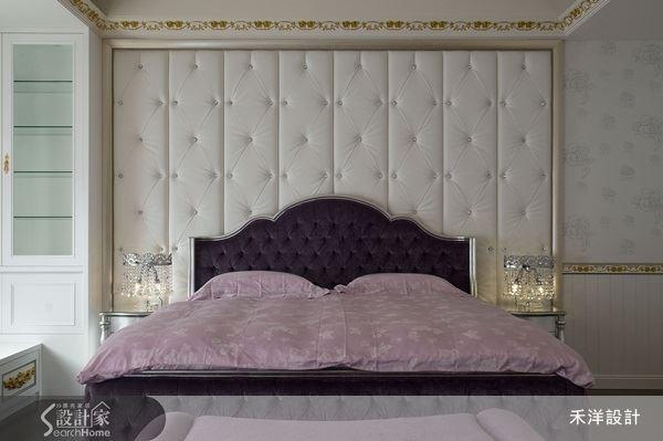 床頭繃布的設計與優雅紫的床組搭配,妝點出浪漫的法式舒眠情境。