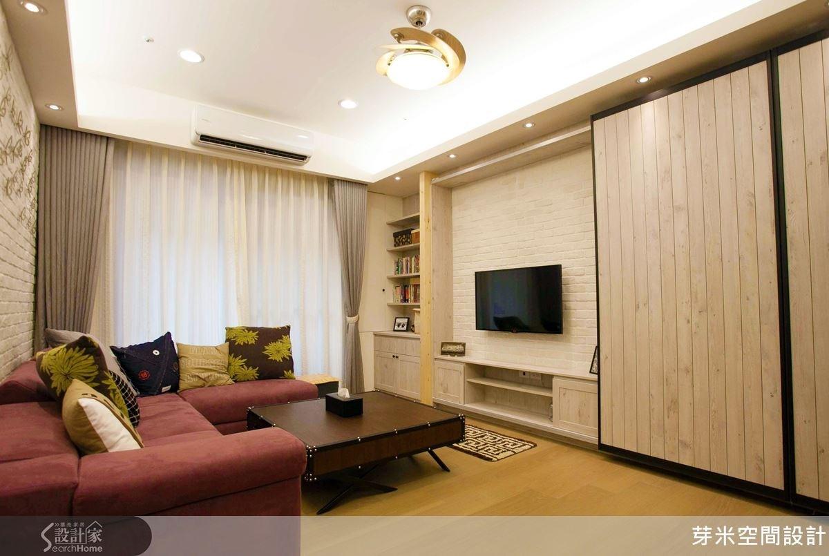 空間的暖色調搭配是 LOFT 風常見的表現方式,木質的紋理與白色磚牆相互呼應出彼此的材質特色;而絨毛材質的布沙發、素色抱枕更增添溫馨氛圍。