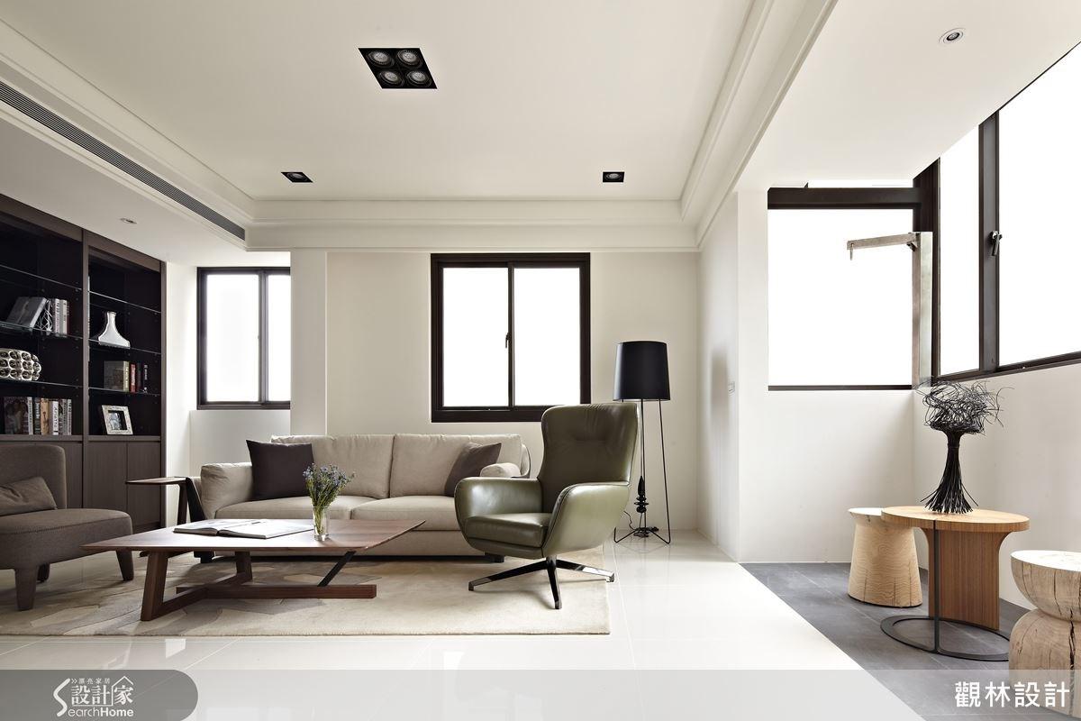 極簡純白的色調,加上簡單的家飾配件,讓人倍感紓壓與療癒。
