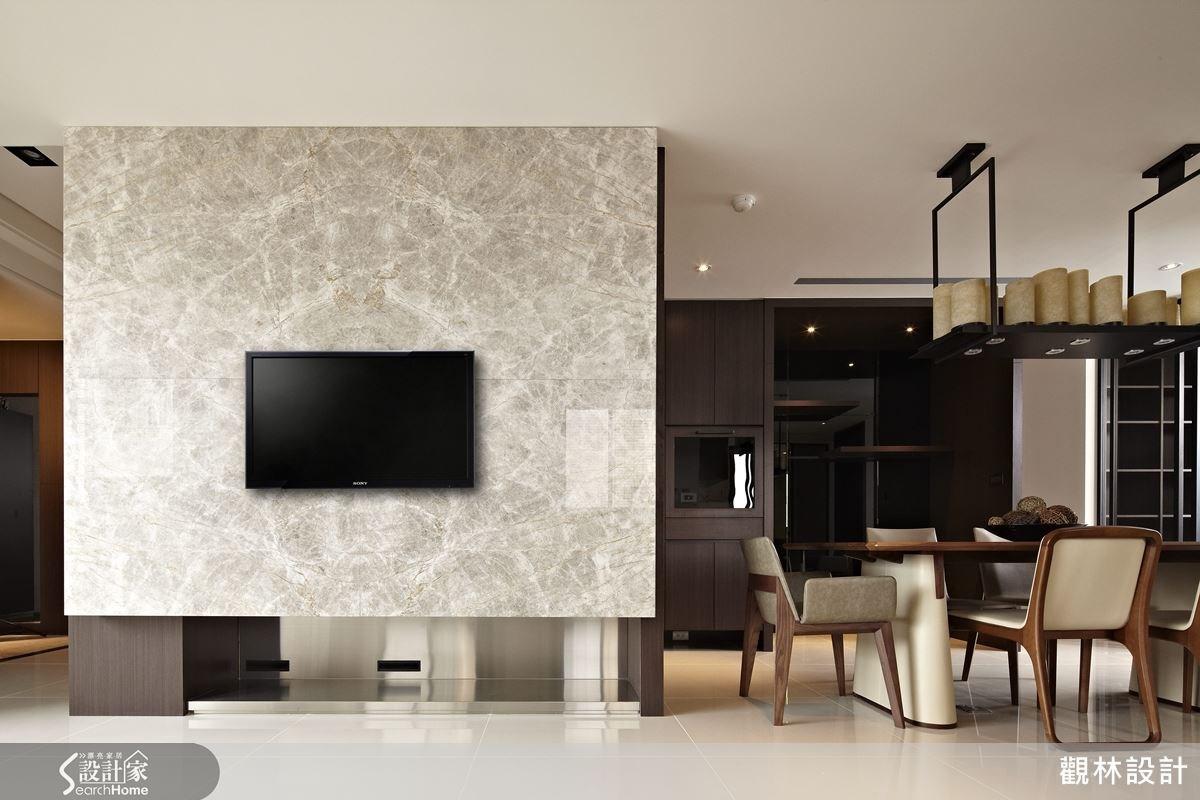 大理石、木質與不銹鋼等異材質的組合,除了增添空間的質感外,也注入了不同的人文氛圍。