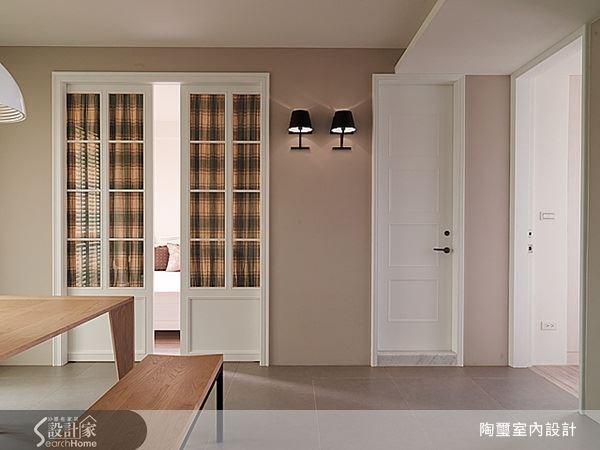 格紋花布也是歐式居家中常見的裝飾元素,為空間帶來溫暖的質感。
