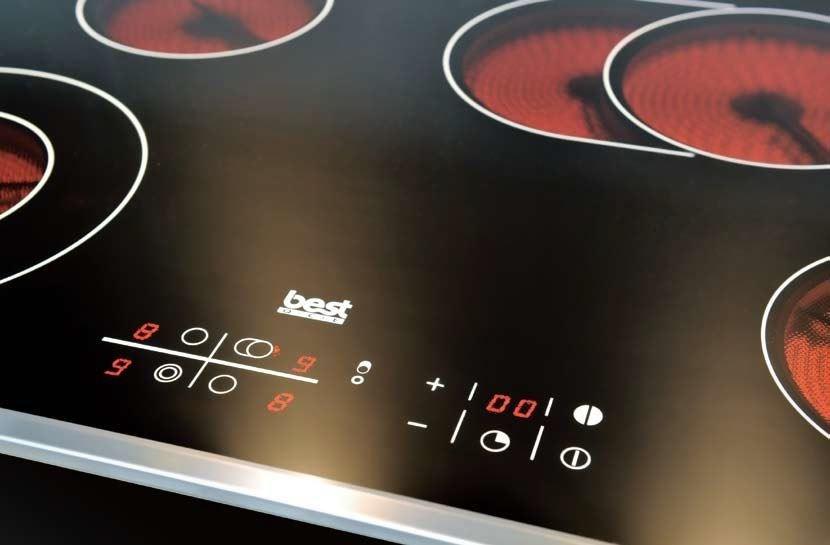 歐洲有很多新的電視設備,都可以減少廚房油煙,美觀性也增加,像平面式電陶爐,耐高溫、易清理,還有著觸控式面板 9 段電力供選擇。圖片提供_世磊實業