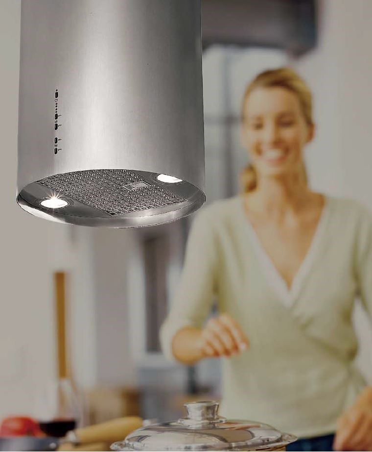 因應開放式廚房須具備流動空氣的條件,可選擇吸力強、噪音分貝數低,不致造成主婦負擔的環保排油煙機。 圖片提供_世磊實業