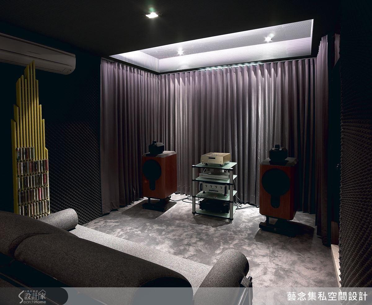 這是男屋主最喜歡的視聽空間,也是喜愛古典交響樂的他,聆聽音樂的靜謐角落。