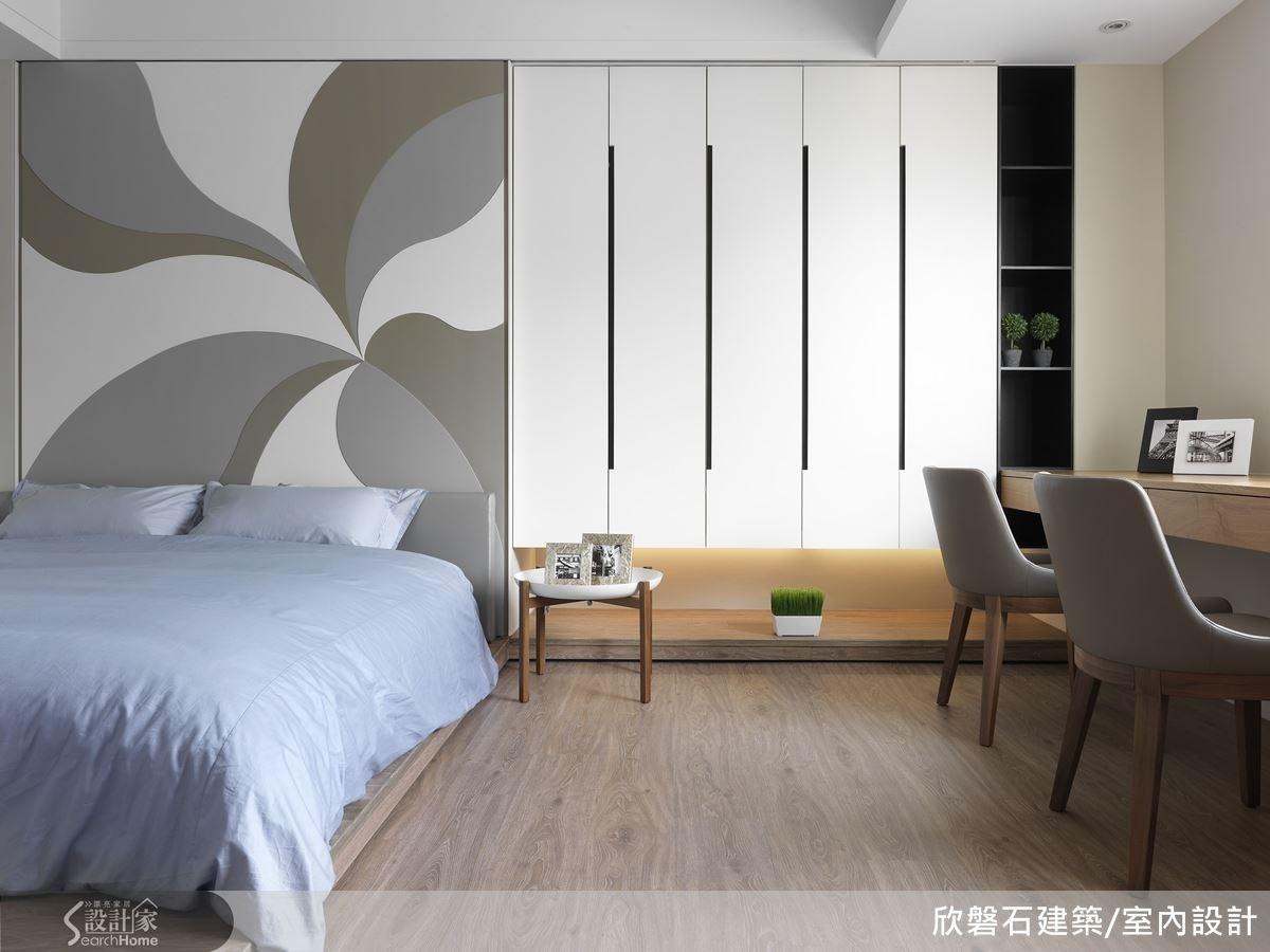白色簡約的空間,十分具現代感的男孩房。