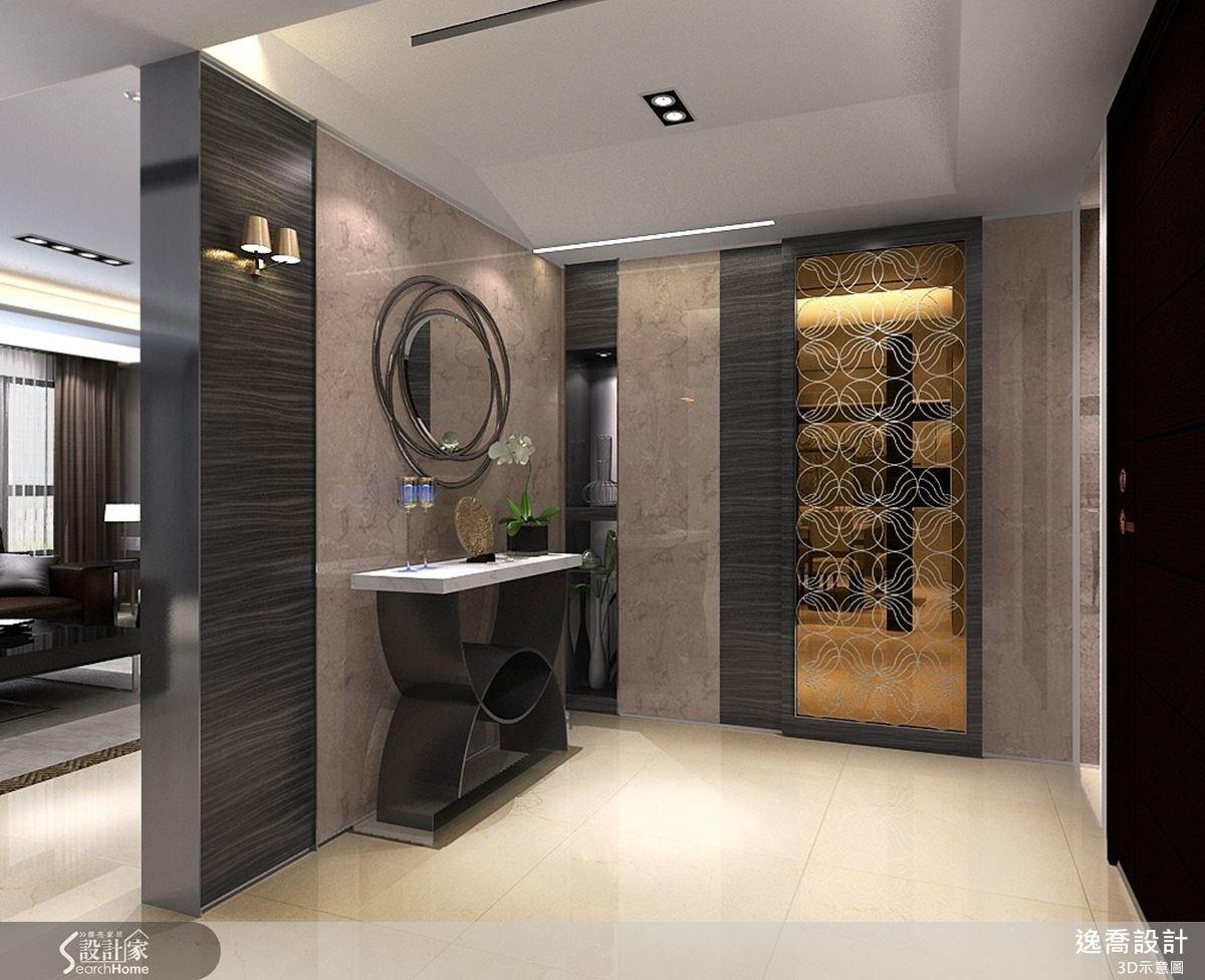 茶鏡搭配噴砂處理的圖騰樣式,替空間增添了圓潤感,檀木皮以鋼琴烤漆的方式處理則展現大宅的氣度。