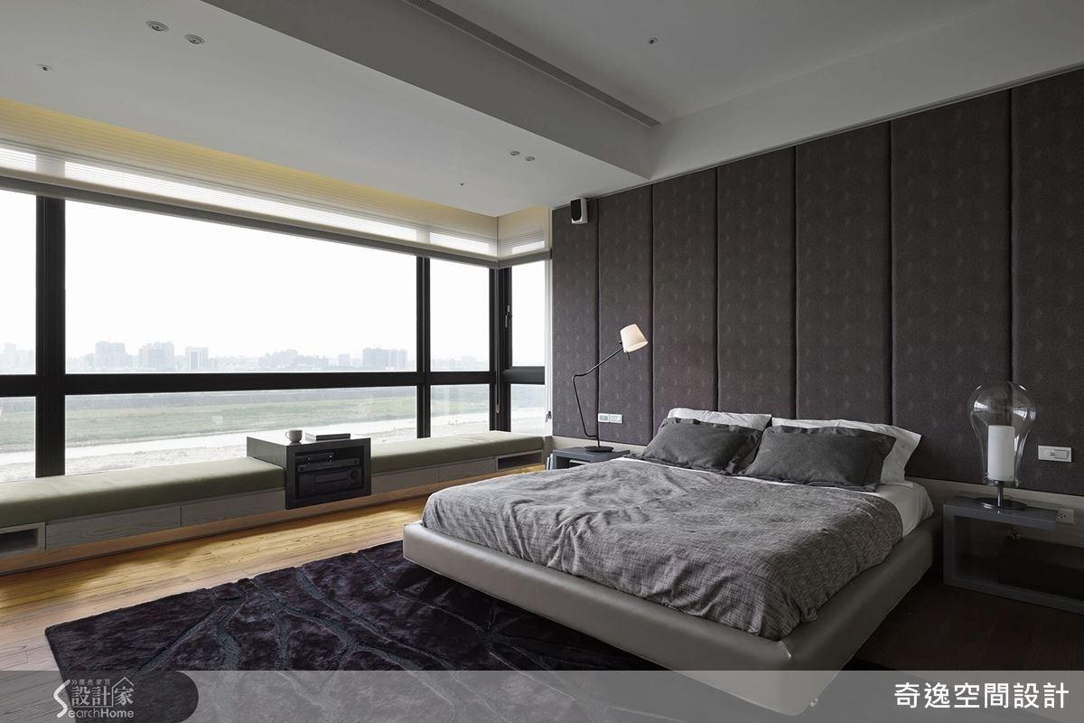 窗旁有舒適的臥榻區,窗外是醉人的河岸秀麗之景,讓住臥空間舒適又帶有療癒放鬆氣息。