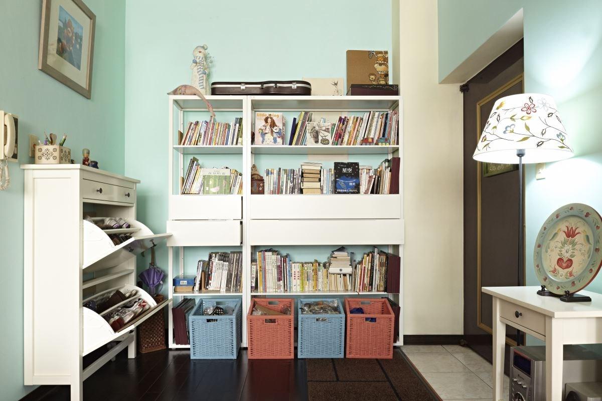 換掉牆面顏色,並以櫃體作出收納,讓整個家不僅整齊,也變得更明亮。圖片提供_IKEA