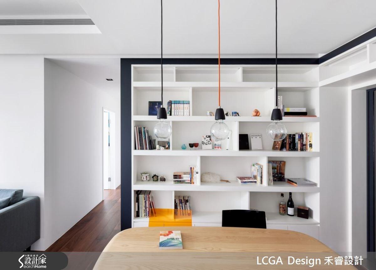 溫馨的木餐桌,充滿現代元素的吊燈和餐椅,異材質的相互混搭,創造具有質感與品味的設計。