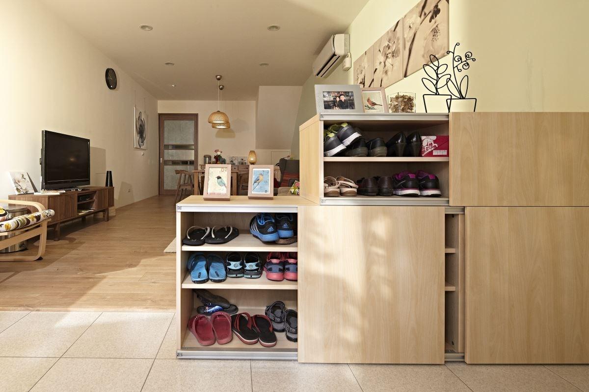 客廳透過有效的收納以及回歸原本的餐廳空間,滿足三代同堂的生活需求。  圖片提供_IKEA