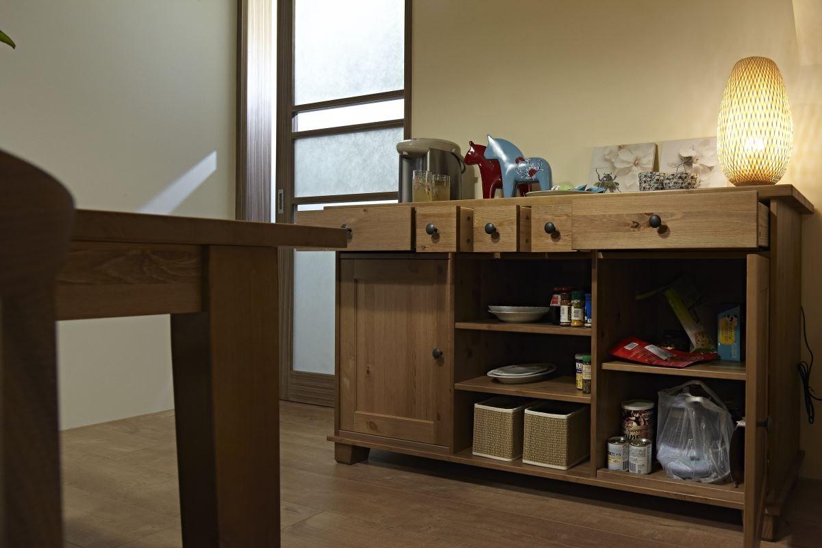 透過櫃體強化收納機能,打造出舒適、溫暖的居家風格。圖片提供_IKEA