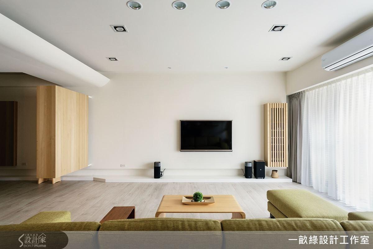 運用木皮與自然森林系色調來打造空間,簡約、舒適符合居住生活也滿足屋主的需求。