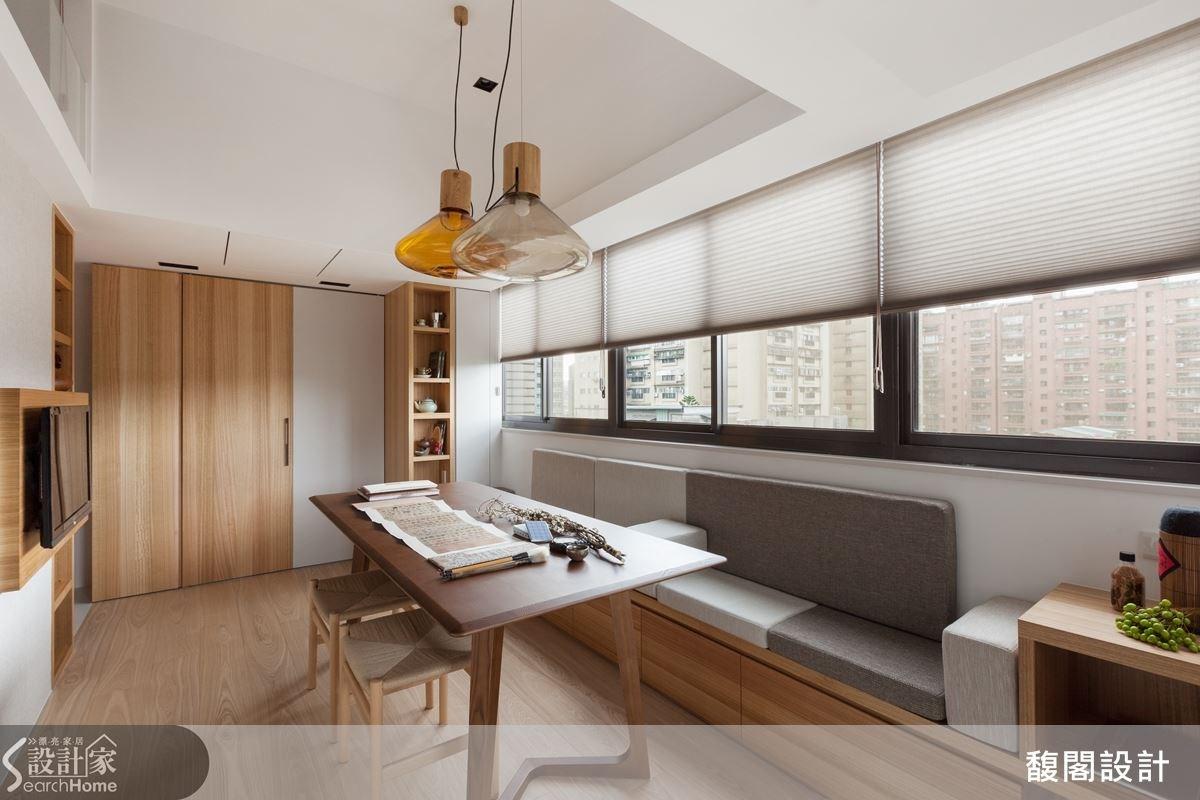黃鈴芳設計師將屋主追求都市簡樸的概念發揮到極致,讓空間表現宛若一場大型的魔術表演,時時驚奇、處處精彩。