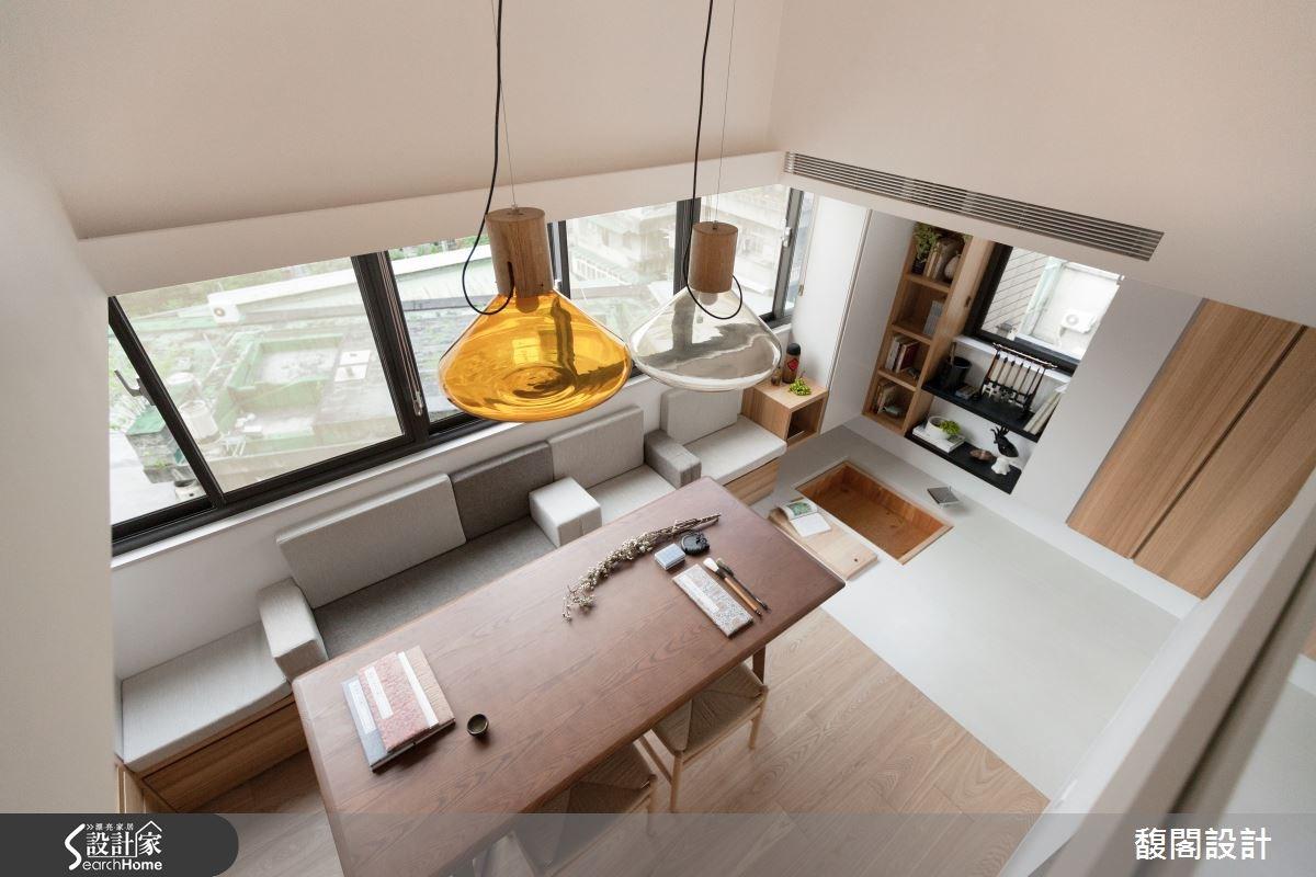 在小坪數裡,配置較大型的家具與大燈飾,產生空間放大感。