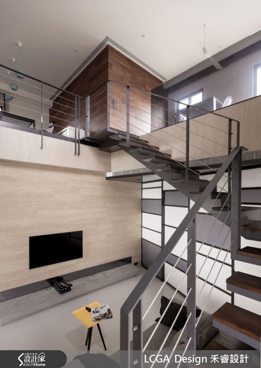 簡單的電視牆設計,突顯天然建材本身的特殊紋理,具有質感與品味。