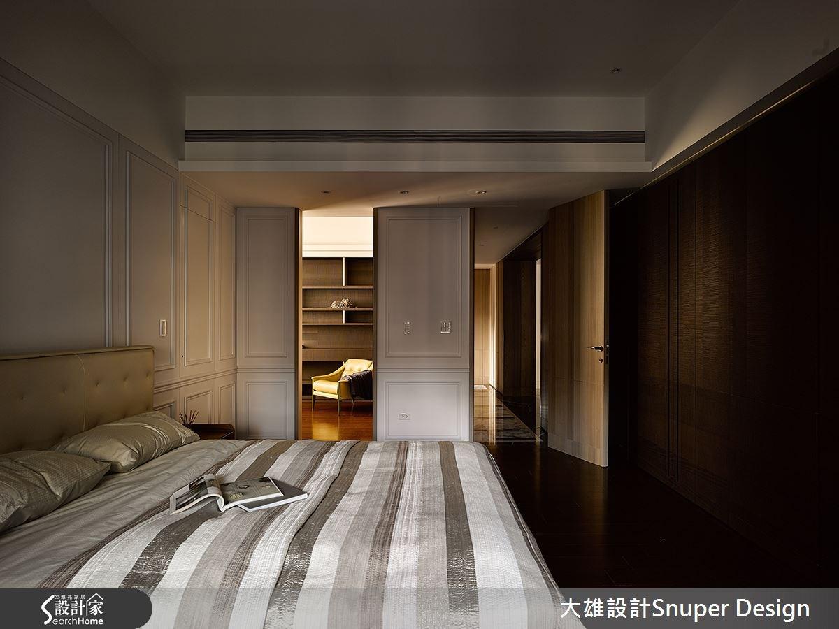 因應女屋主需求,臥房回歸單純,並將原先建商的其中一房做為主臥起居室兼更衣間與書房,形成順暢動線。