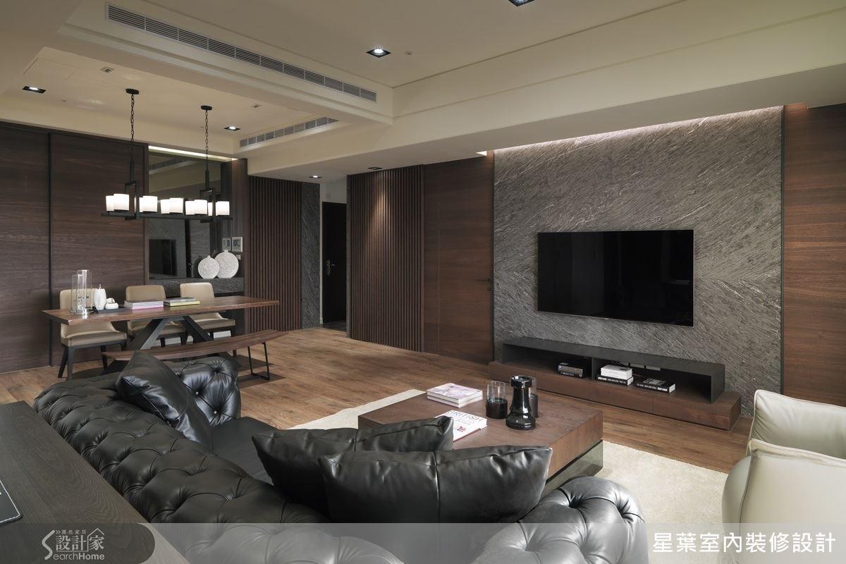 客廳的材質選用木頭結合鐵件,加上設計師款的沙發單椅,散發混搭的人文風采。