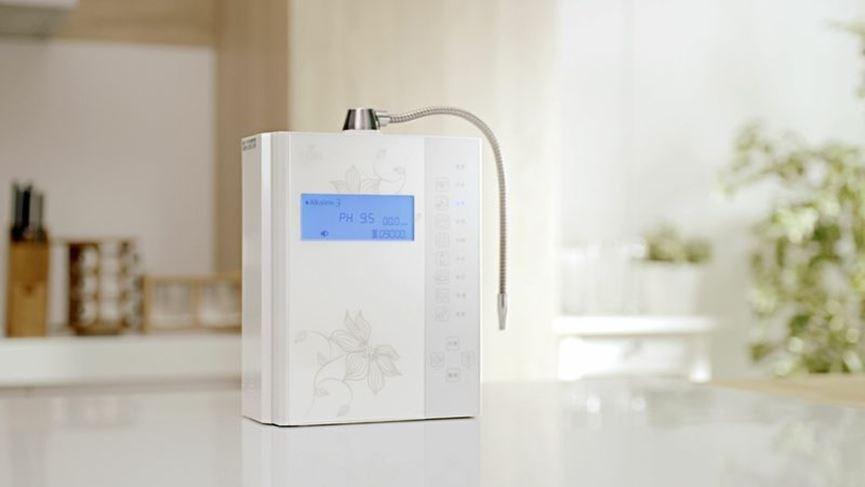 定期自動洗淨電解槽:使用強酸水後,若取用鹼性水,機器會自動清洗電解槽,確保鹼性水 pH 值達到使用要求。機器使用壽命更長、效率更佳。  圖片提供_千山淨水/設計家電視部