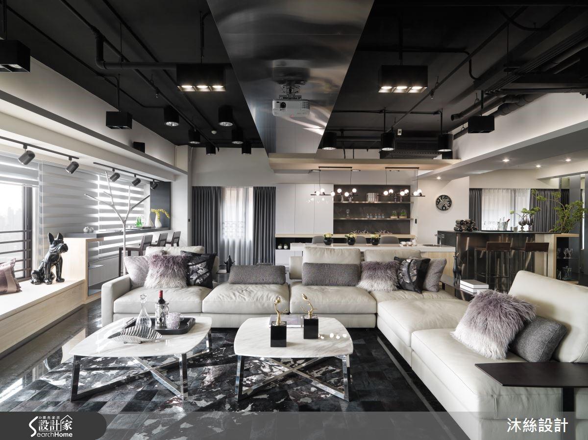 因為做為招待所之故,設計師讓公共空間大面積開放,並定義出客廳、觀景台、泡茶區、小吧檯及 KTV 小舞台,讓娛樂機能完善,滿足來訪賓客的所有需求。