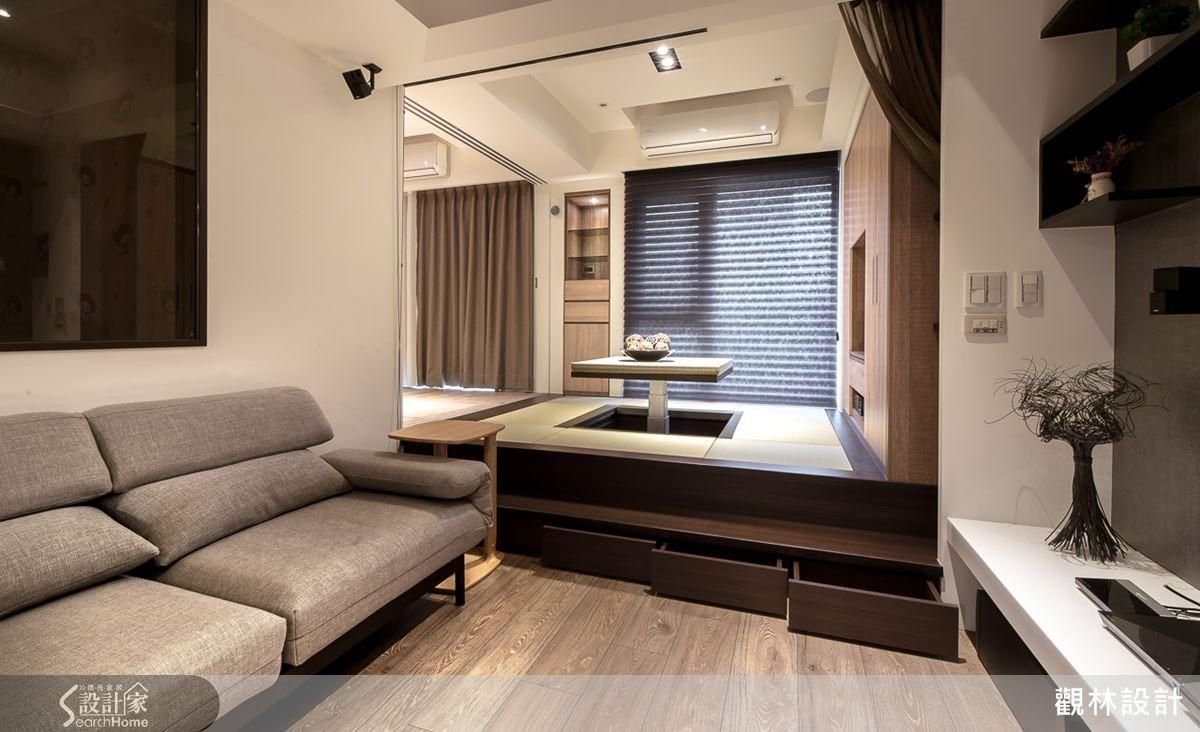 從和室空間延伸日式風格的特色,拉開木地板下方便是超大的收納空間,實用又隱藏式的設計,為居家空間注入不一樣的創意元素。