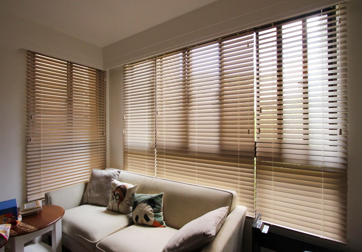 NORMAN 客製化百葉窗,能安裝在各式窗型裡,能裝飾美觀、更能阻光、隔熱。