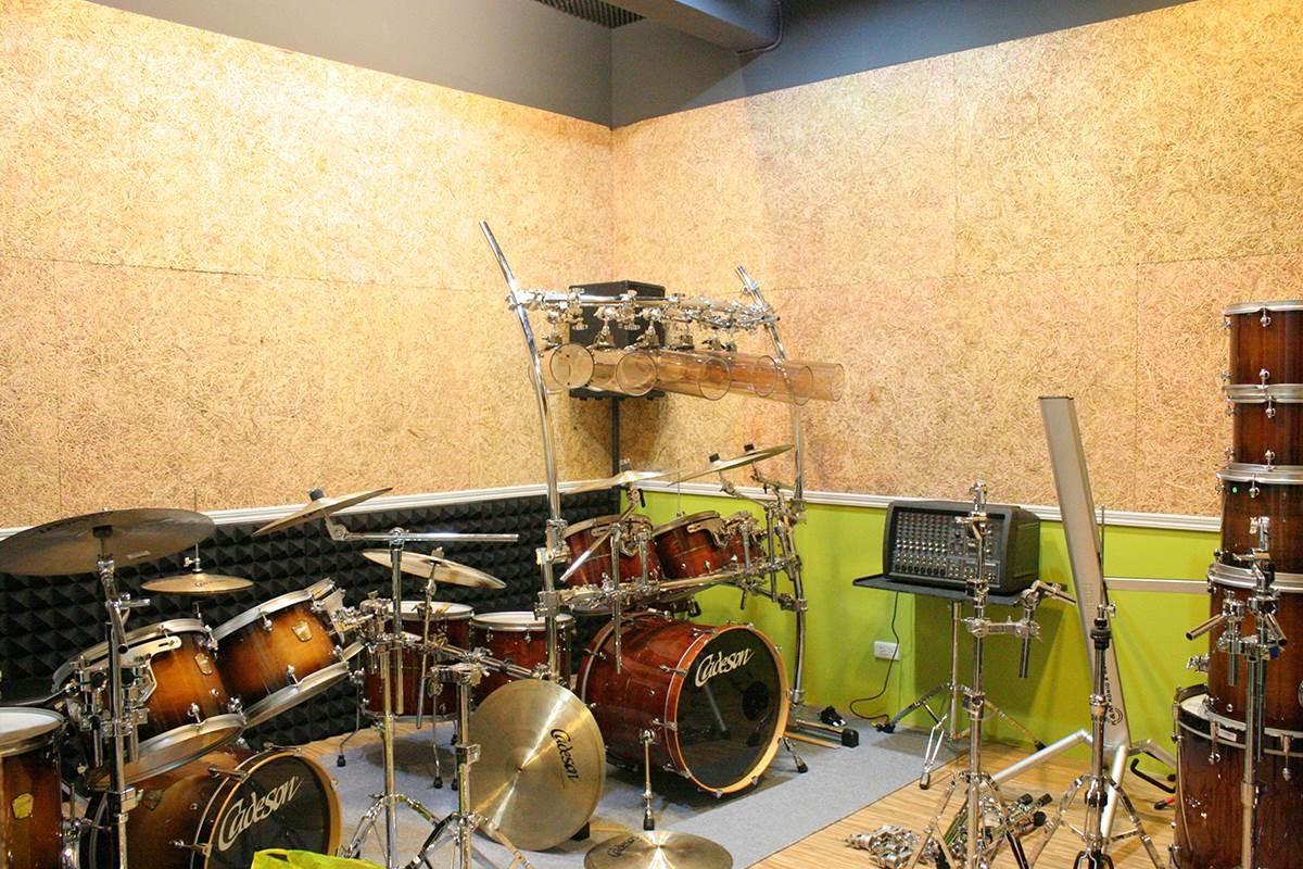 練團室施作 Mexin 美絲吸音板,兼具美觀與功能考量,達到最佳吸音效果。