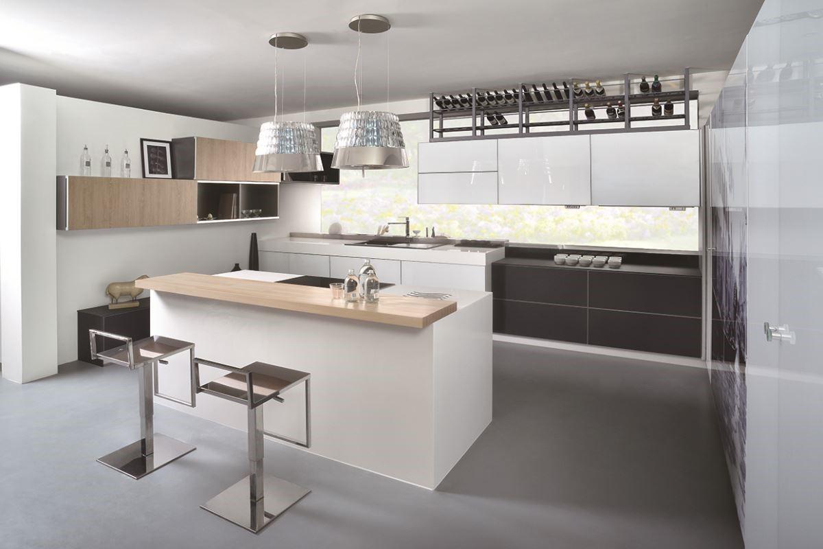 運用微動科技,用起來更省力;以環保、節能為訴求,兼具強大收納與複合機能的廚房設計,讓生活變得更美好。