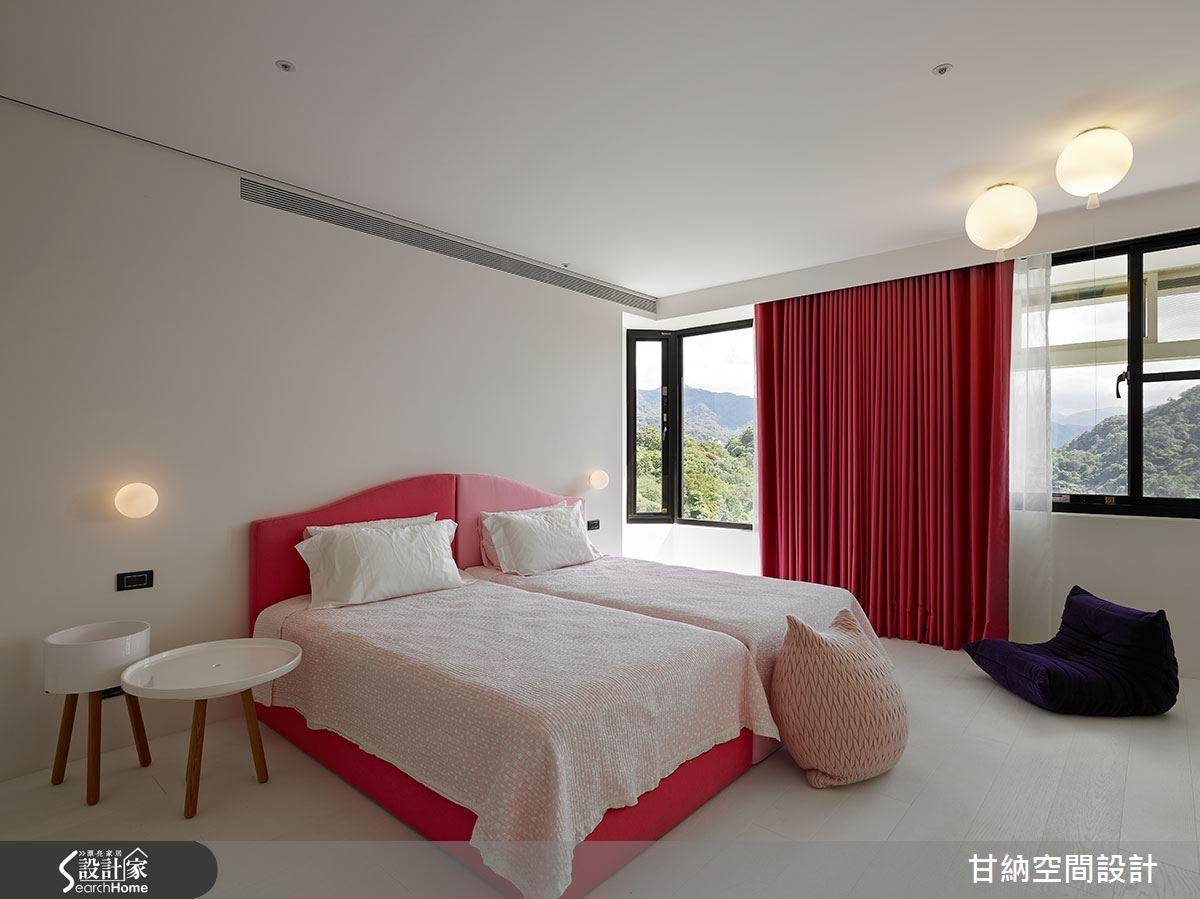 女兒房呈粉紅色調,展現使用者特質。