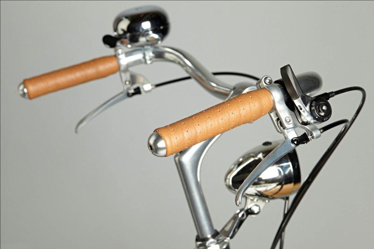 【車把】ㄇ字型把手,符合使用慣性,提升騎乘姿勢的舒適度。圖片提供_器研所