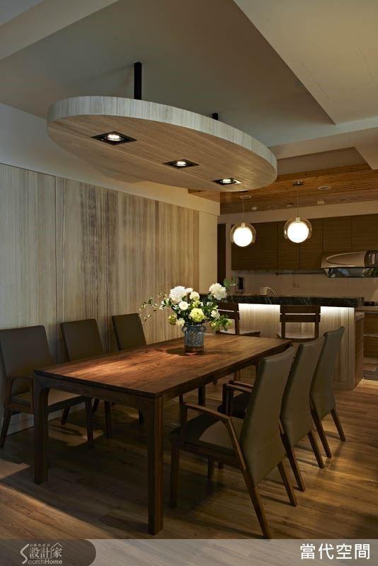 以開放式手法共構餐廳與廚房區域,讓全家人可以一同參與料理與用餐時光,生活記憶更加豐富美好。
