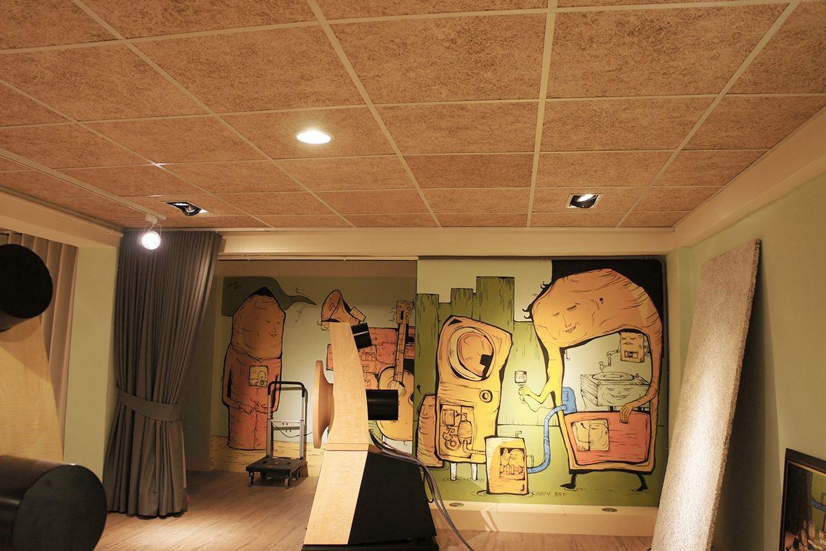 利用環保 + 無機材所製成的美絲板( 圖為細原木型號 ),保有木原色的優美,不需再上漆,讓原本天然素材裸色的美感自然浮現。