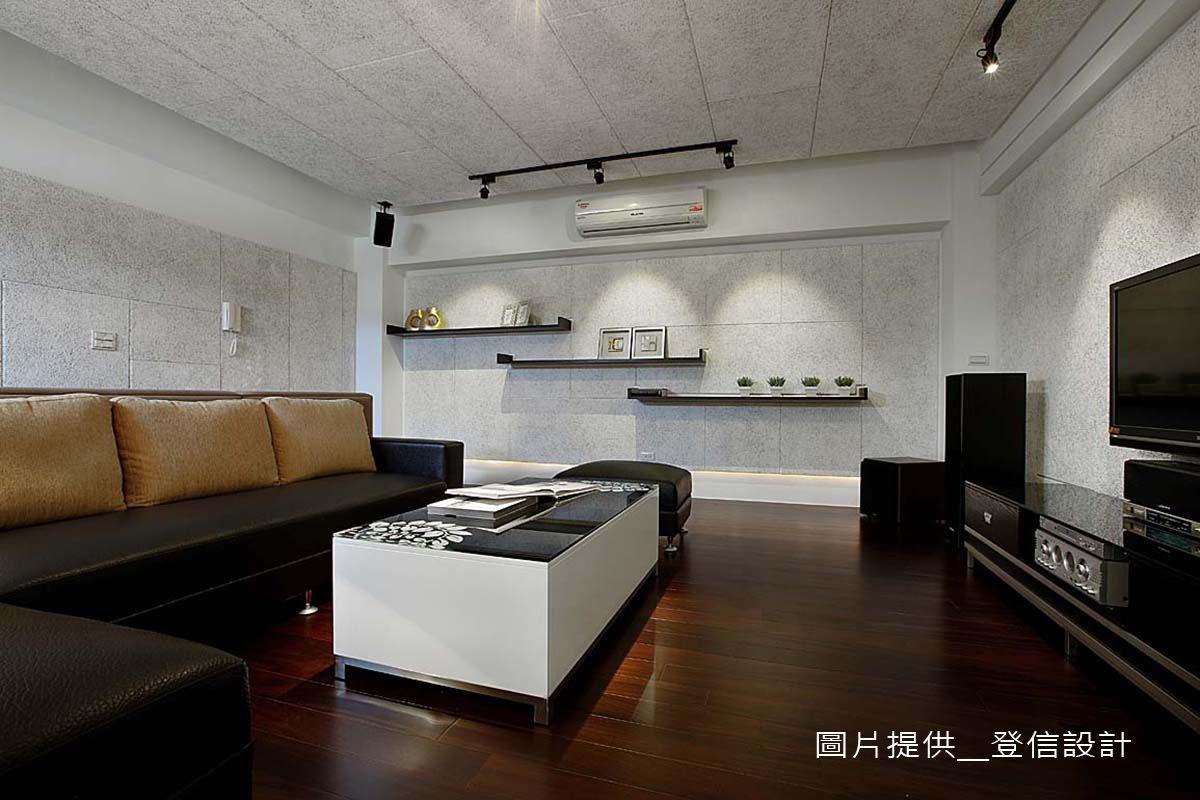 天花加三面牆,皆使用了美絲吸音板,幫設計師輕鬆完成視聽空間很重要的音場,還能完全融入本來的裝潢設計。
