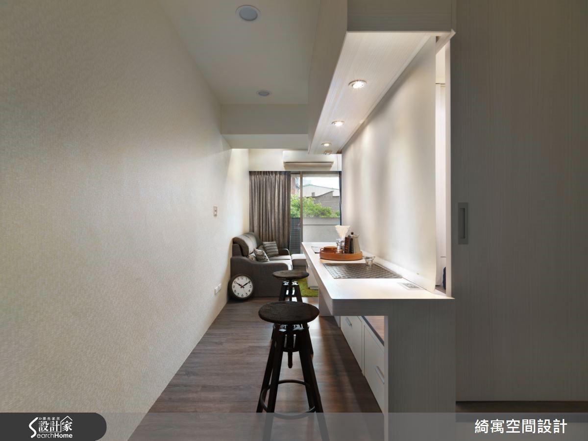 此和室區域搭配了拉門與隔簾設計,也可作為獨立的臥房使用。