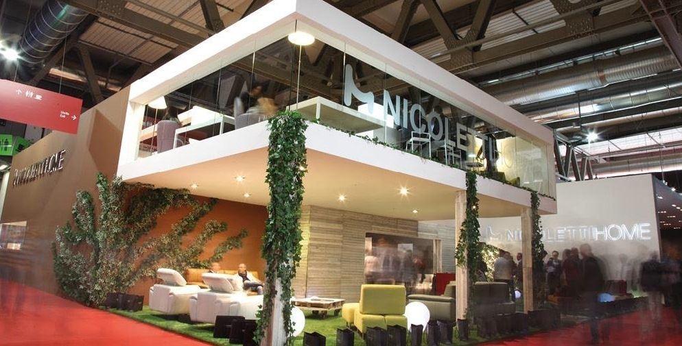 與自然呼應的展場設計,讓傢具彷彿在綠色花園中百花齊放。