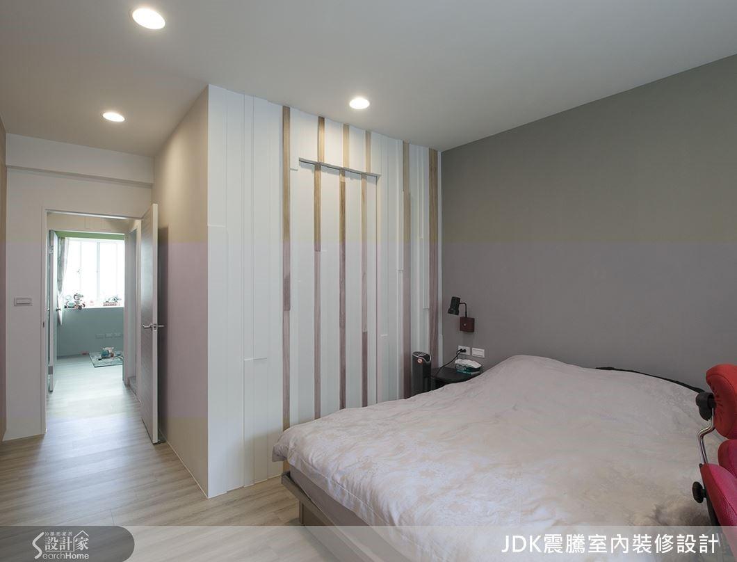 主臥室收納量超大,而且採用森林概念,讓人自然放鬆。