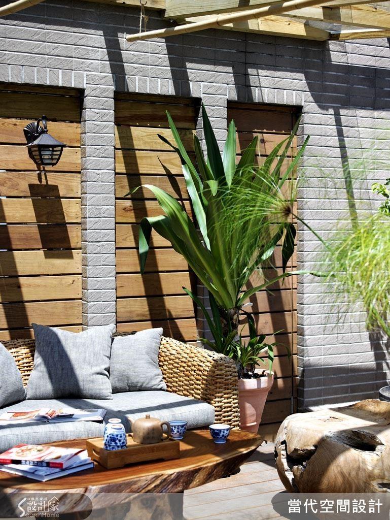 想要在私家空中花園裡喝下午茶?是時候把閒置已久的頂樓陽台好好整頓一番了! 只要做好防雨的遮棚與排水設計,再擺上竹籐編織的舒適沙發椅及大型綠色植栽,一定讓熱愛自然的妳每天都好想賴在這裡懶洋洋地曬太陽呢!