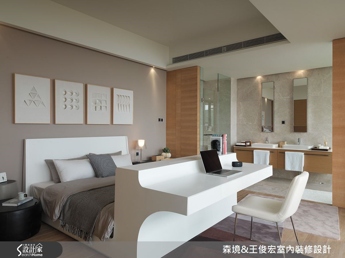 主臥室,特殊造型床具是設計師因空間坐落獨有海景條件下的設計,讓主人能無時無刻享盡自然無限之美。
