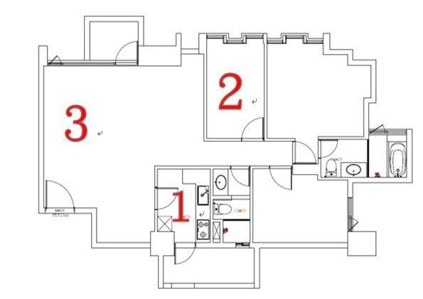 (1)為獨立隔間廚房,擋掉了公共區域一大塊視野;(2)為原有的客房,空間尺度太小顯得狹隘;(3)若是在客廳另外隔出獨立書房,會讓公共區域顯得更小。