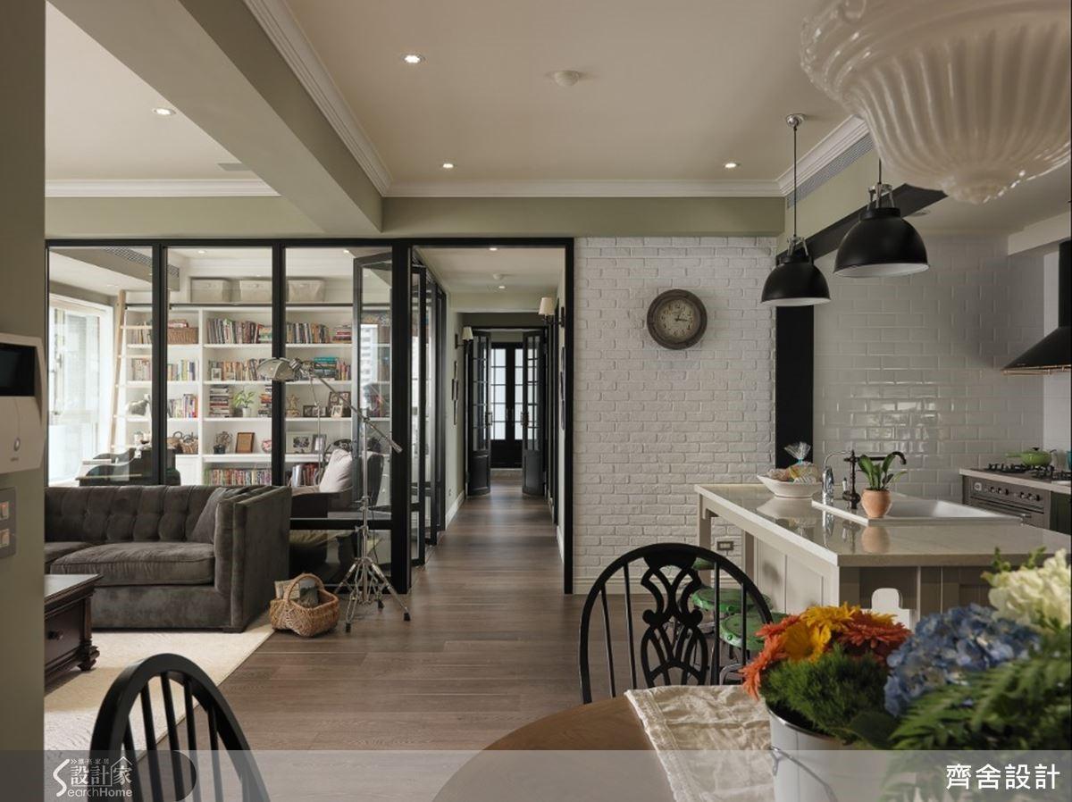 以線條、框架塑造俐落視感,且在廚房白牆加入文化石、磁磚兩種質材,延續完整色調的同時,也便利日常的保養清潔。