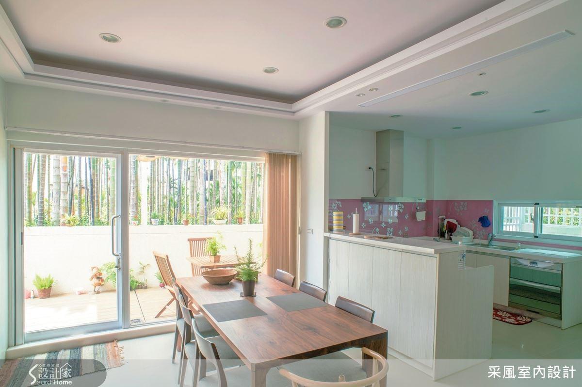 餐廚場域納進豐沛採光,形成美好視野。