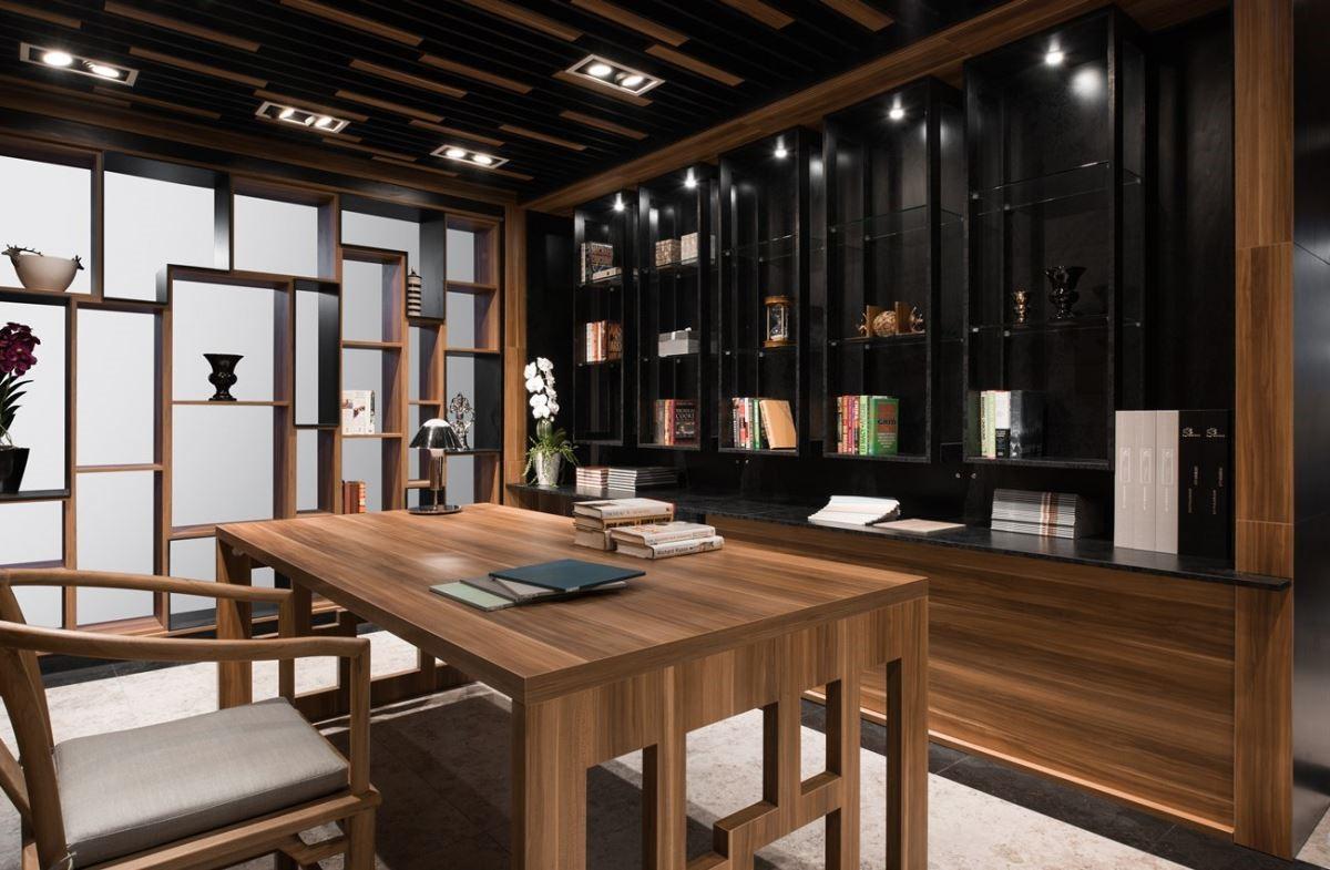 書房,以「玫瑰木」為主調。書桌正對面的主牆,如鐵件般的開放式吊櫃與大面積的黑色書牆,即便純粹的黑,亦透過材質的運用,創造層次之美。書桌左側,則以整面清玻璃與開放式玫瑰木展示櫃,作為是牆亦櫃的設計,微透光的設計方式既不打擾,又能與主牆平衡對應。整體上,以使用者的角度觀之更是有趣,書房內,辦公讀書為主;休息片刻之時,玩賞藝品為輔。書房的牆面配色呈現、位置關係,將主輔之間清晰表達。