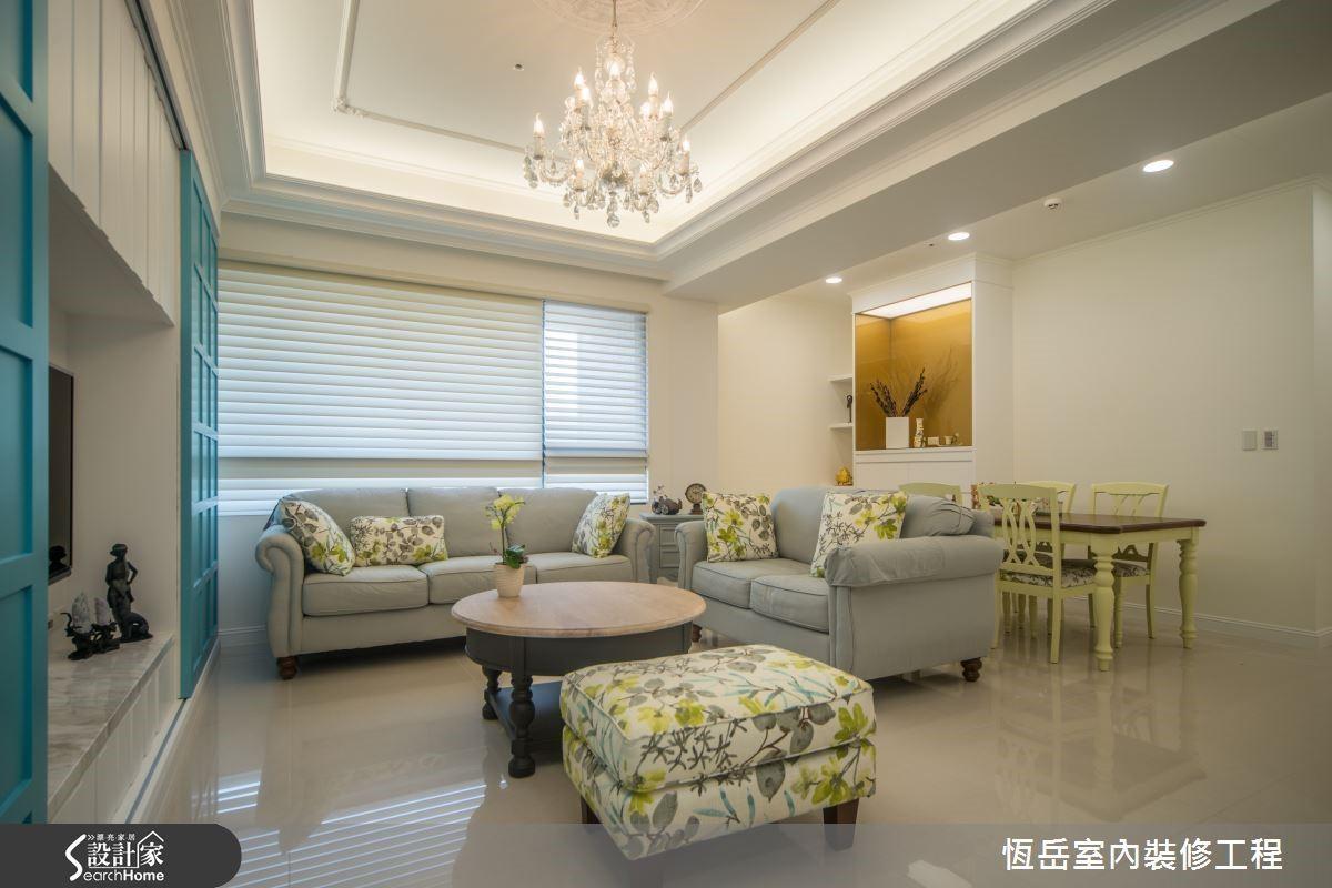 天花線板裝飾延伸空間高度,以白色為主佐線條修飾,放大空間感受。