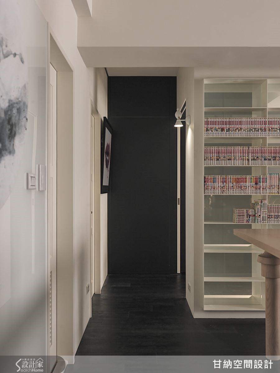 牆面左側走道通往次臥,並大幅提升了空間動線的使用效益。